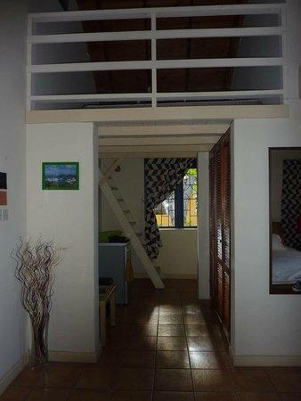 La Terrasse Inn: Gang mit Zusatzbett auf der oberen Etage