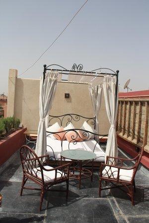 بيلامان رياض آند سبا - للبالغين فقط: Un lit à baldaquin pour la terrasse de la suite Romaine