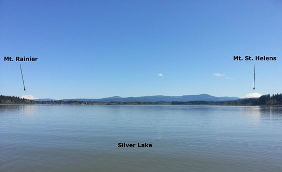 Silver Lake Resort: View of both mountains from the lake