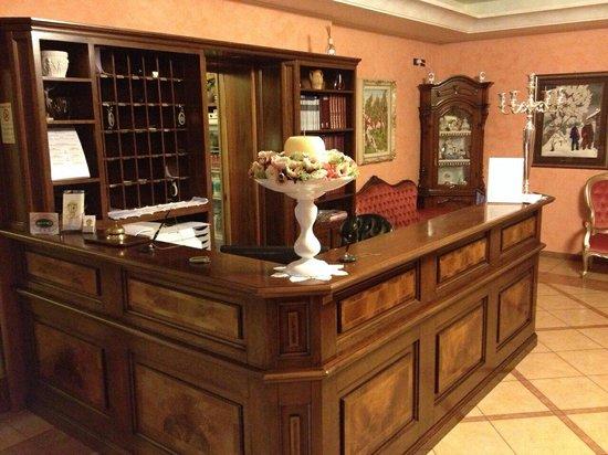Hotel Confine : Reception