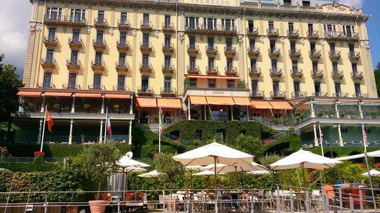 Grand Hotel Tremezzo: Вид на ресторан и отель с понтонона