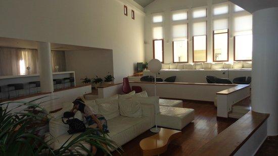 The Majestic Hotel: Recepção, lobby e lan house