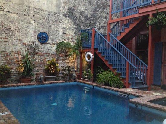 The Frenchmen Hotel: Courtyard pool