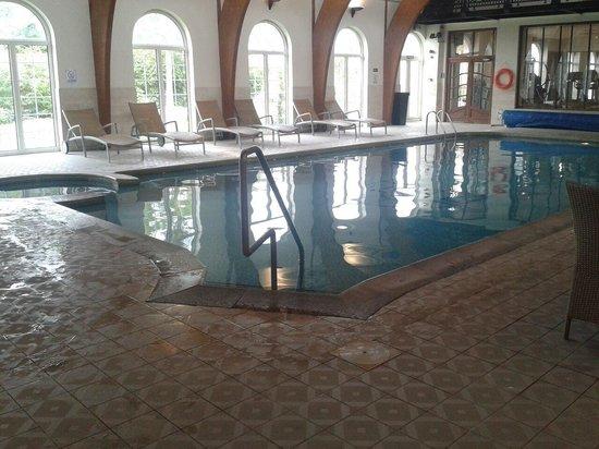 Rowton Hall Hotel: Pool so lovely