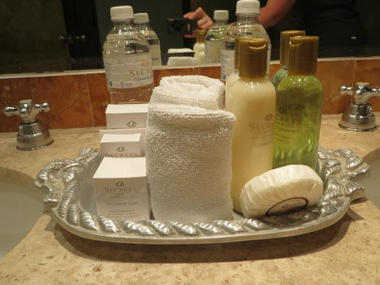 Secrets Capri Riviera Cancun: toiletries refreshed daily