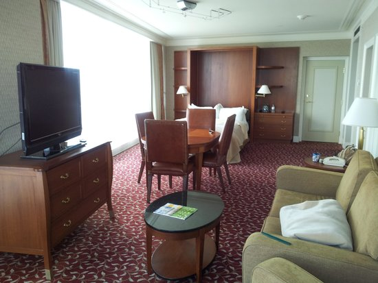 Hilton Lac-Leamy: Queen Murphy Suite (Room 1724)