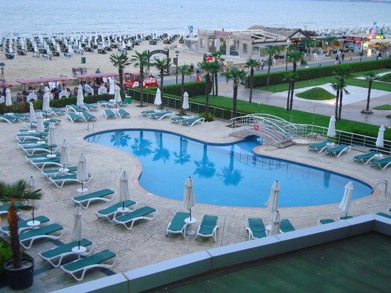 DIT Evrika Beach Club Hotel : vue de la chambre