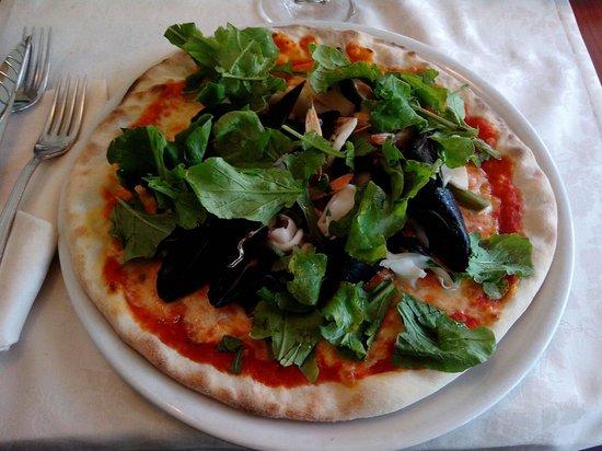 Pizza la Terrazza - Picture of Ristorante Bar la Terrazza, Tirrenia ...