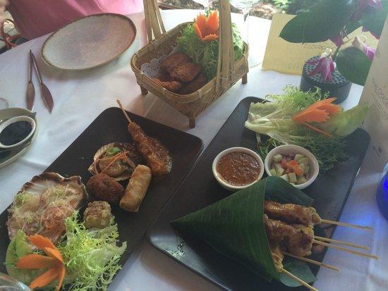 Thai Garden 2112: Combo de entrantes, todo delicioso, lo que más las brochetas de pollo