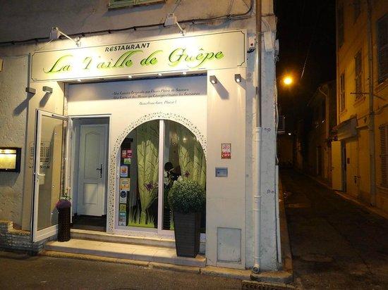 La Taille de Guêpe : Unscheinbar in einer Nebengasse