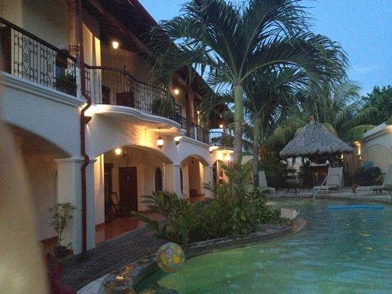 Hotel Xalteva: night view outside our condo