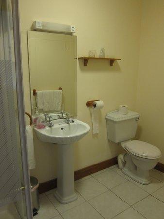 Bunbeg House: bathroom