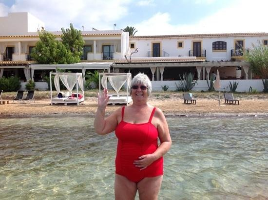 Hostal La Savina: Rooms 105 & 104 will have a tree view room not a sea view room.