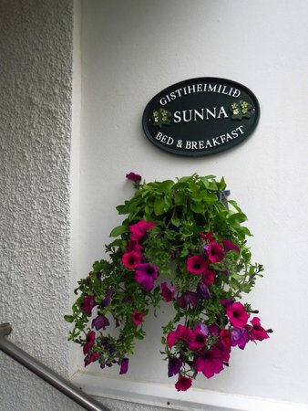 Guesthouse Sunna: Entrance to the guest house