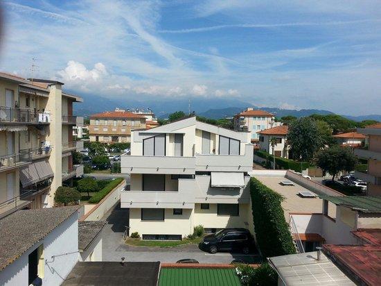 Vista montagna foto di hotel milani lido di camaiore for Planimetrie vista montagna
