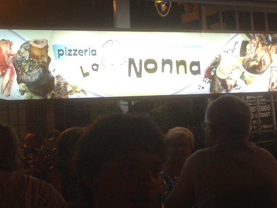 Pizzeria La Nonna : insegna