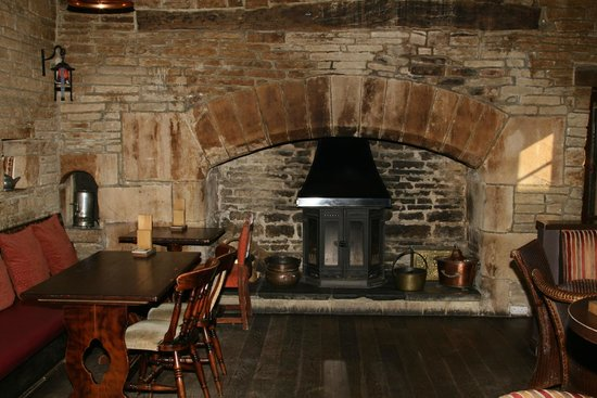 Haworth Old Hall Inn: Lovely old fireplace