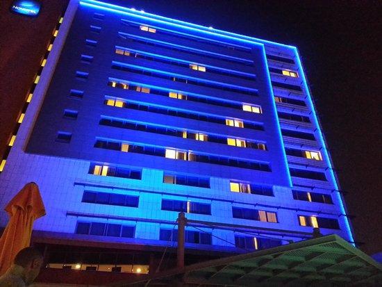 Novotel Istanbul City West Hotel : facciata fronte mare