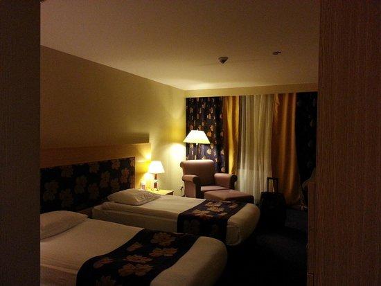 Perissia Hotel & Convention Center: stanza