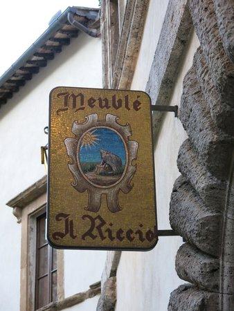 Meuble il Riccio : Mosaic sign at the entrance!