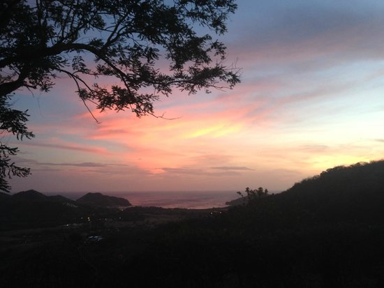 Finca Las Nubes: Sunset from our poolside at Buena Vista