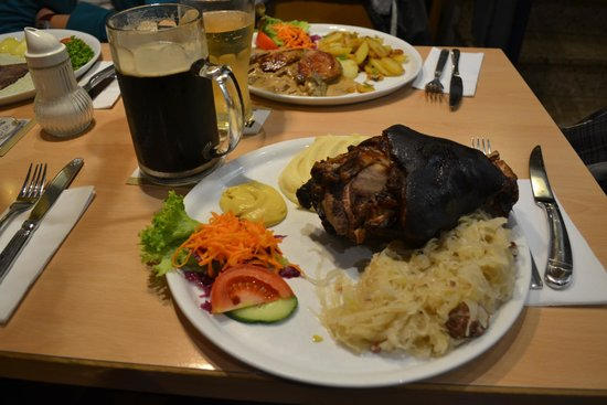 Solber Fässje: Smoked pork knuckle with sour cabbage + 500ml dark local beer for 21 euros.