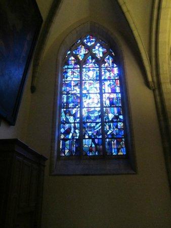 Eglise Notre-Dame (Onze-Lieve-Vrouwekerk) : fraai glas in lood