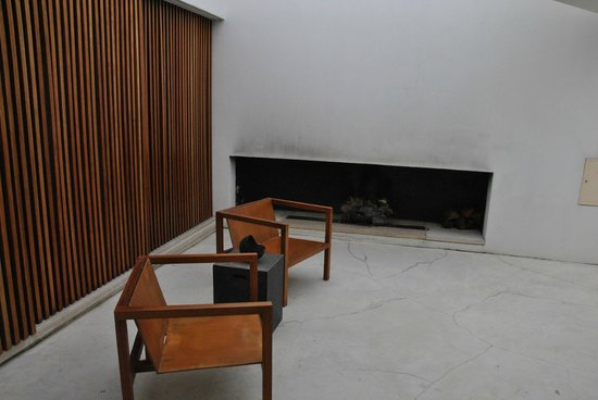 L'AND Vineyards: Fireplace with the cushions still missing on the chairs
