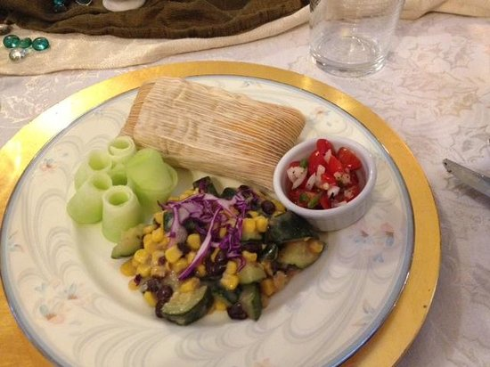 Royal Elizabeth Bed and Breakfast Inn: Breakfast tamale with squash and corn