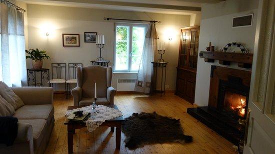 Country House Lantus: Wohnzimmer mit Kamin