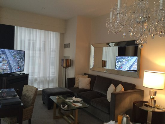 Trump International Hotel and Tower New York: Living room with a big pull out sofa bed