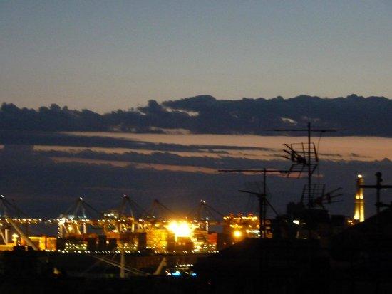 Albergo Caffaro: Genoa at night