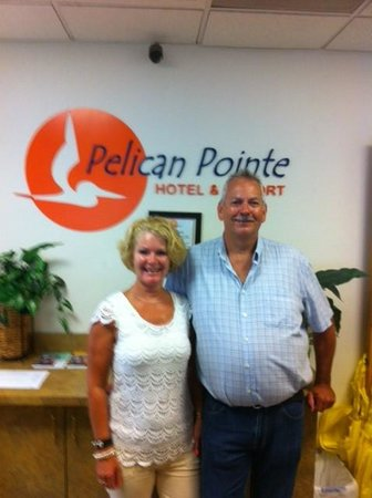 Pelican Pointe Hotel and Resort : 2 happy people