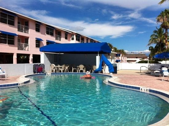 Smuggler's Cove Resort: the pool