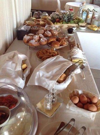 Silva Suri : Breakfast