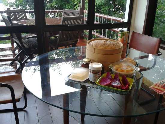 Sari Village Holiday Homes: Traditional Malay and Continental Breakfast delivered to your door!