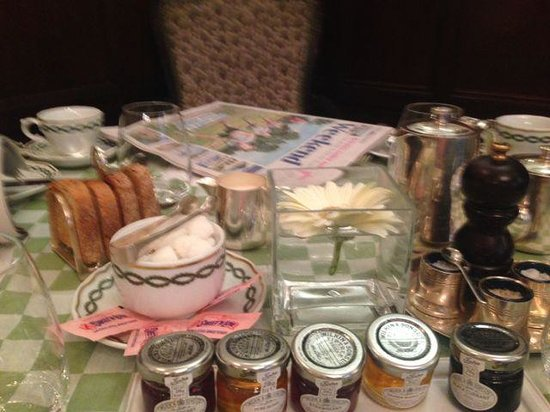 The Milestone Hotel : breakfast