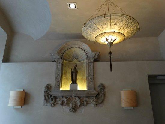 Hotel Sant Agusti: decoracion de la entrada dle hotel