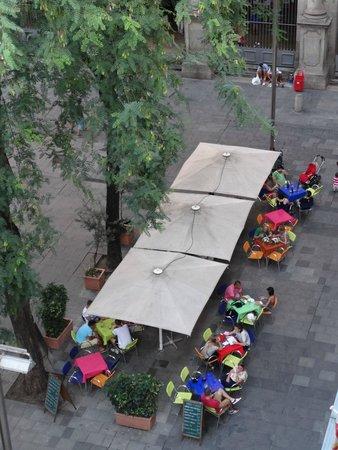Hotel Sant Agusti: vista desde la habitacion hacia la plaza san agustin