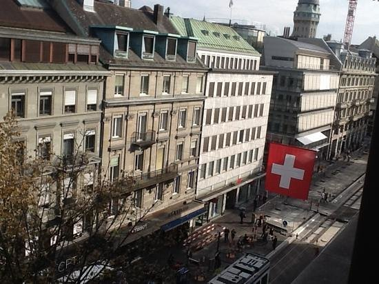 Hotel St. Gotthard: View from room, looking south on Hofbahnstrasse.