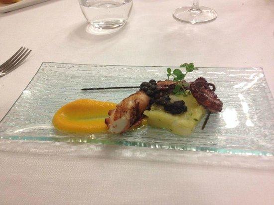 Tocco Sicilian Ways: Polpo arrosto, carote, patate e lenticchie nere