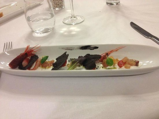 Tocco Sicilian Ways: Ricciola affumicata e crudo di mare in salsa pizzaiola