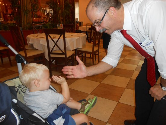 Hotel Best Cambrils: Manel giving Timmy a high five