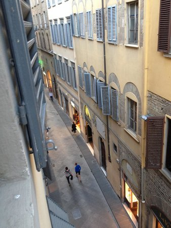 Florence Youth Hostel: Via della Condotta from the third floor