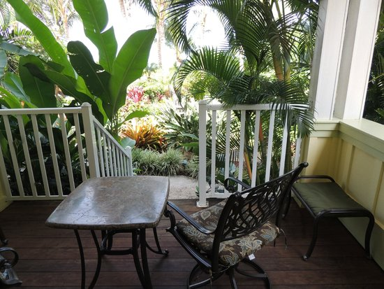 Pineapple Inn: looking into the garden from the lanai