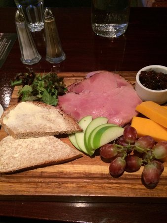 The Dumbuck House Hotel : Ploughmans lunch