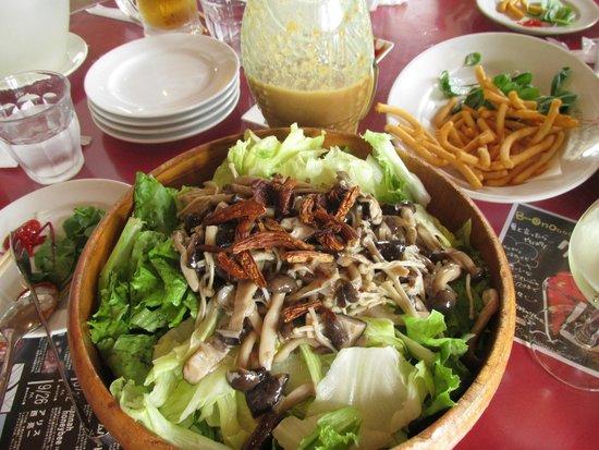 iL CHIANTI BEACHE: mushroom salad