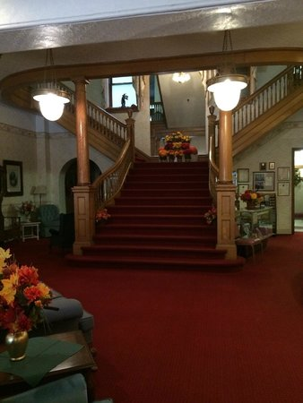 Gunter Hotel: Grand Staircase