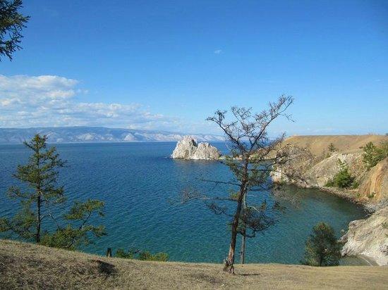 Lake Baikal: Вид на скалу Шаманка с острова Ольхон