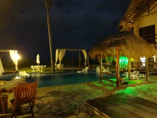 Pousada Villa Pantai: Área da piscina.